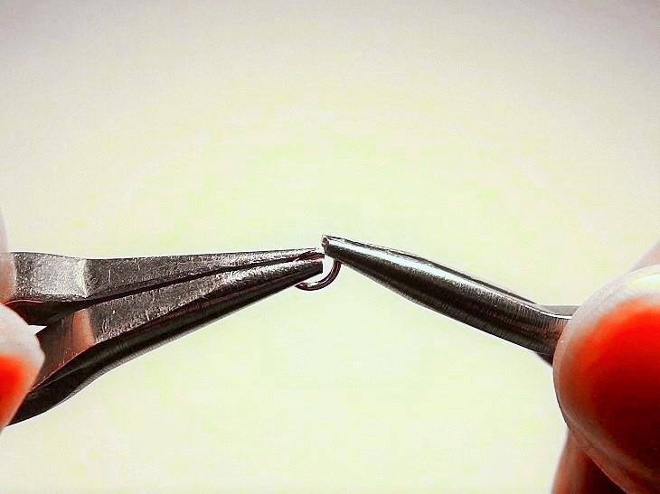 丸カンの開き方
