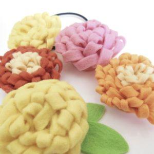 フェルトのお花でヘアゴムを作ろう!くるくる巻くだけ簡単♪【ハンドメイド無料レシピ】\