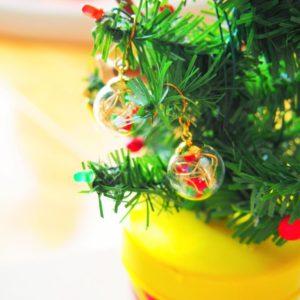 【ハンドメイド無料レシピ】不器用さんの簡単ハンドメイド-クリスマスカラーのガラスドームピアス/イヤリング\