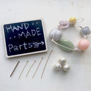 【ハンドメイド無料レシピ】リメイクアクセ!アクリルパーツのブレスレットがかわいいおおぶりイヤリングに大変身★作り方・ポイント・必要なもの\