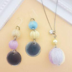 巻き玉でアクセサリー♪刺繍糸とウッドビーズでお手軽かわいい巻き玉の作り方!【ハンドメイド無料レシピ】 巻き玉 作り方\